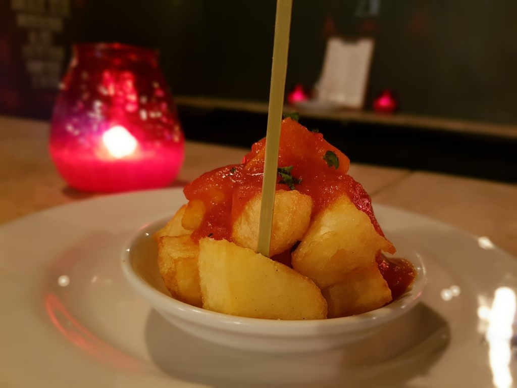 Patatas Bravas con vela