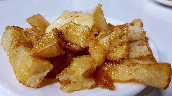 Patatas bravas Bar Tomas Barcelona
