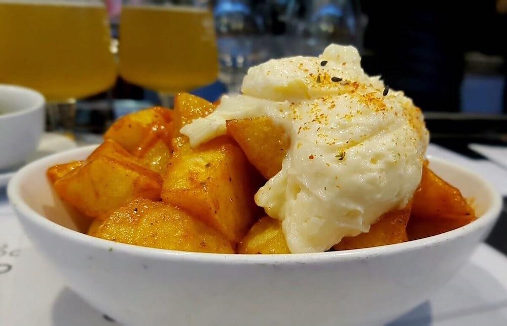 como-hacer-patatas-con-alioli